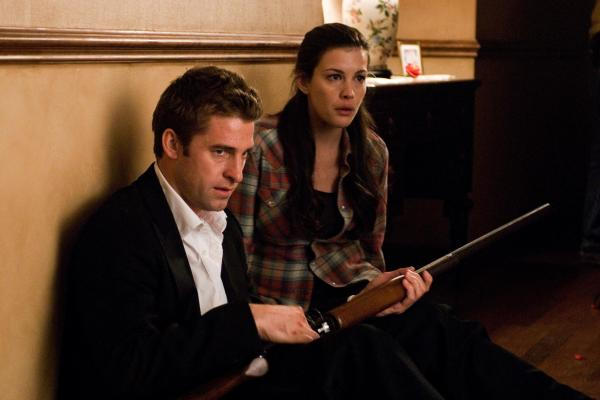still-of-liv-tyler-and-scott-speedman-in-the-strangers-(2008)-large-picture
