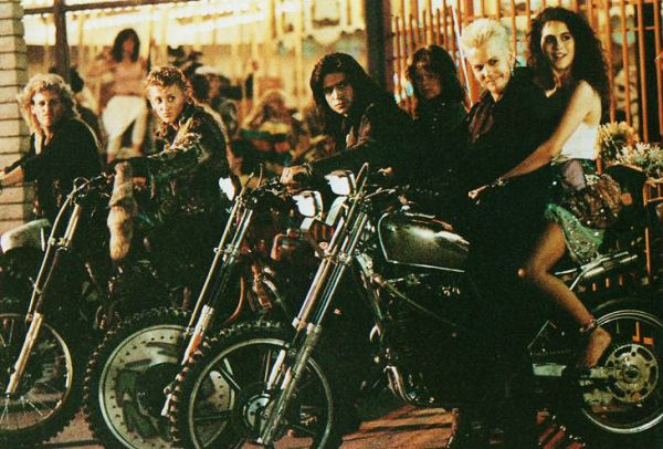 rare-pics-the-lost-boys-movie-733581_730_495