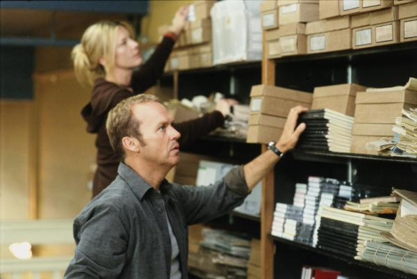 still-of-michael-keaton-and-deborah-kara-unger-in-white-noise-(2005)