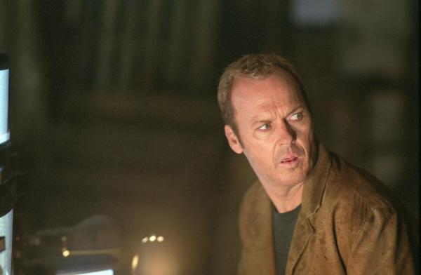 still-of-michael-keaton-in-white-noise-(2005)-large-picture