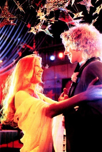 prom-night-with-carrie-tommy-and-carrie-sissy-spacek-and-william-katt-dance