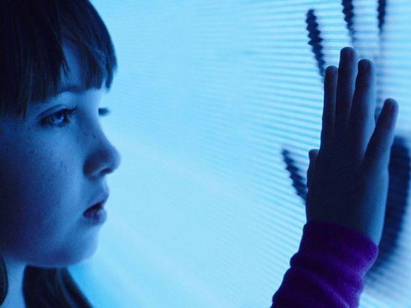 Poltergeist - Ghost TV Hand