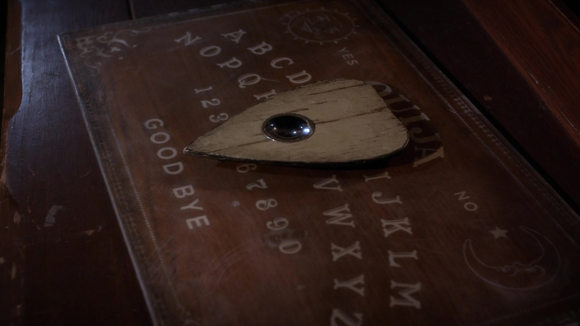 Horror Movie Review: Ouija (2014) - Games, Brrraaains & A